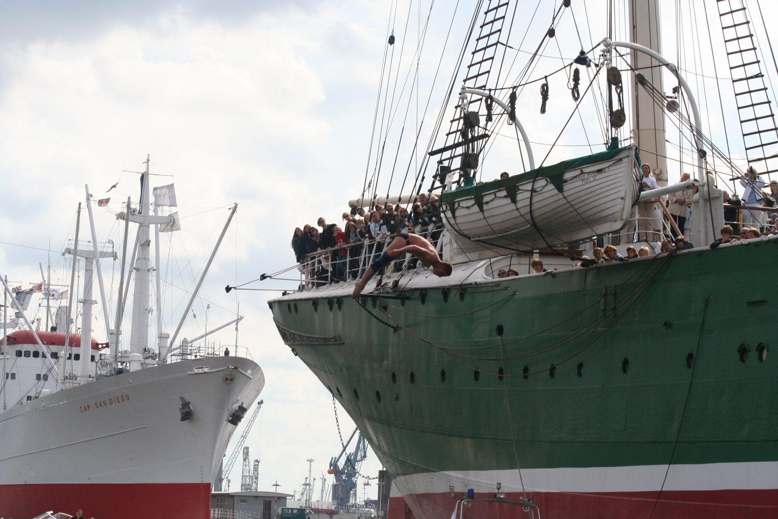 Cliff Diving: Hambuger sahen im Hafen den schwersten Sprung der Welt