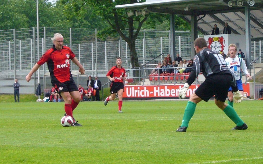 2009: Völler und Feinbier treffen für Bayer 04 Traditionsmannschaft